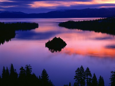 Twilight_Color_at_Emerald_Bay_Lake_Tahoe_California