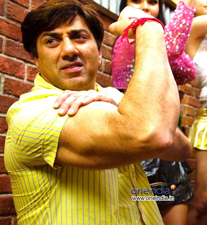 sunny-showing-his-biceps